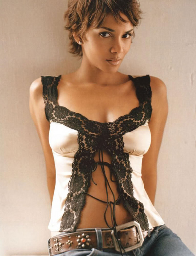 Halle Berry Height Weight Age Bra Size Affairs Body Stats