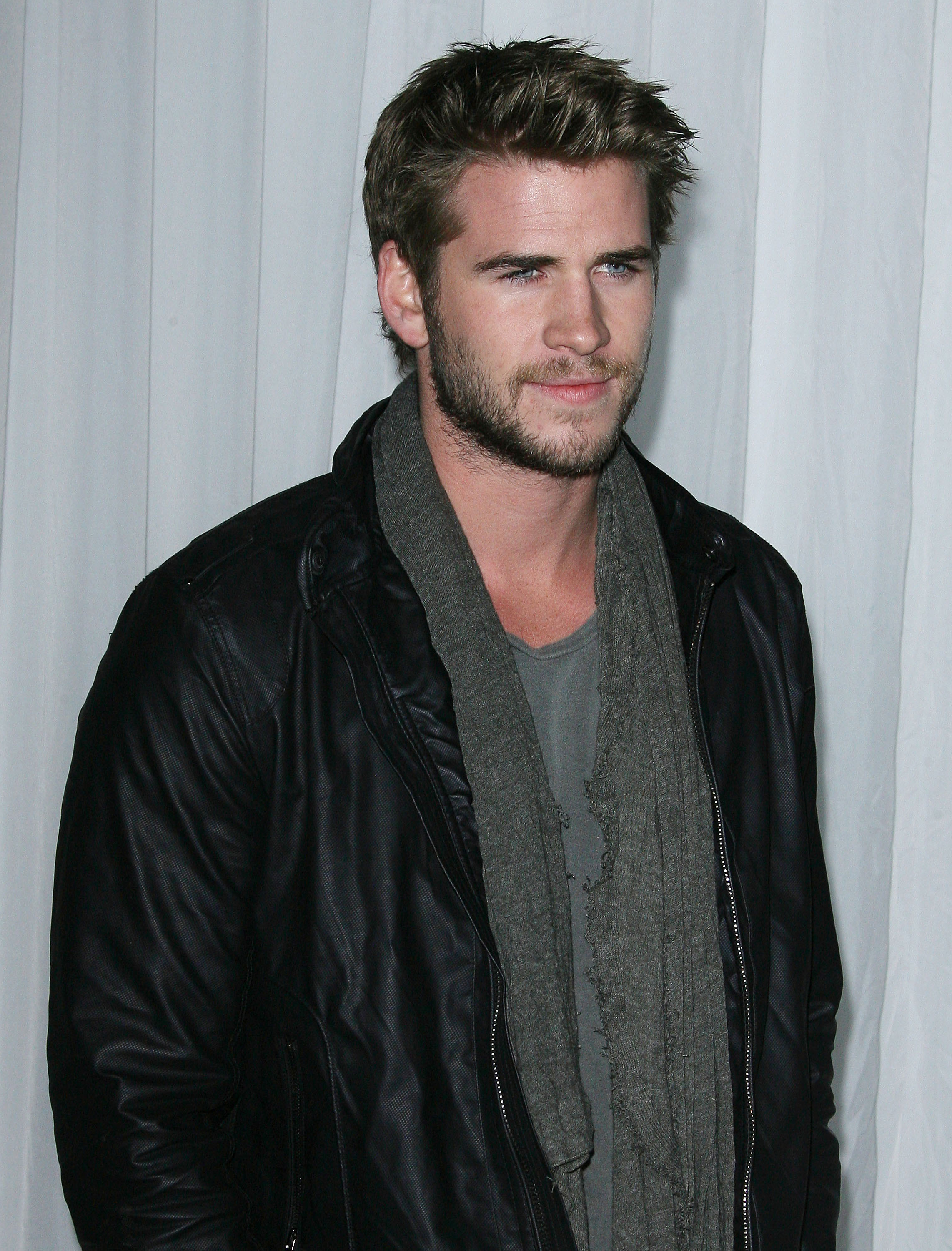 Liam Hemsworth Height Weight Age Affairs Body Stats