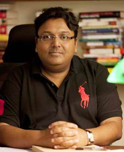 Ashwin Sanghi Height Weight Age Affairs Body Measurements