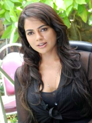 Sameera Reddy Height Weight Age Bra Size Affair Body Stats