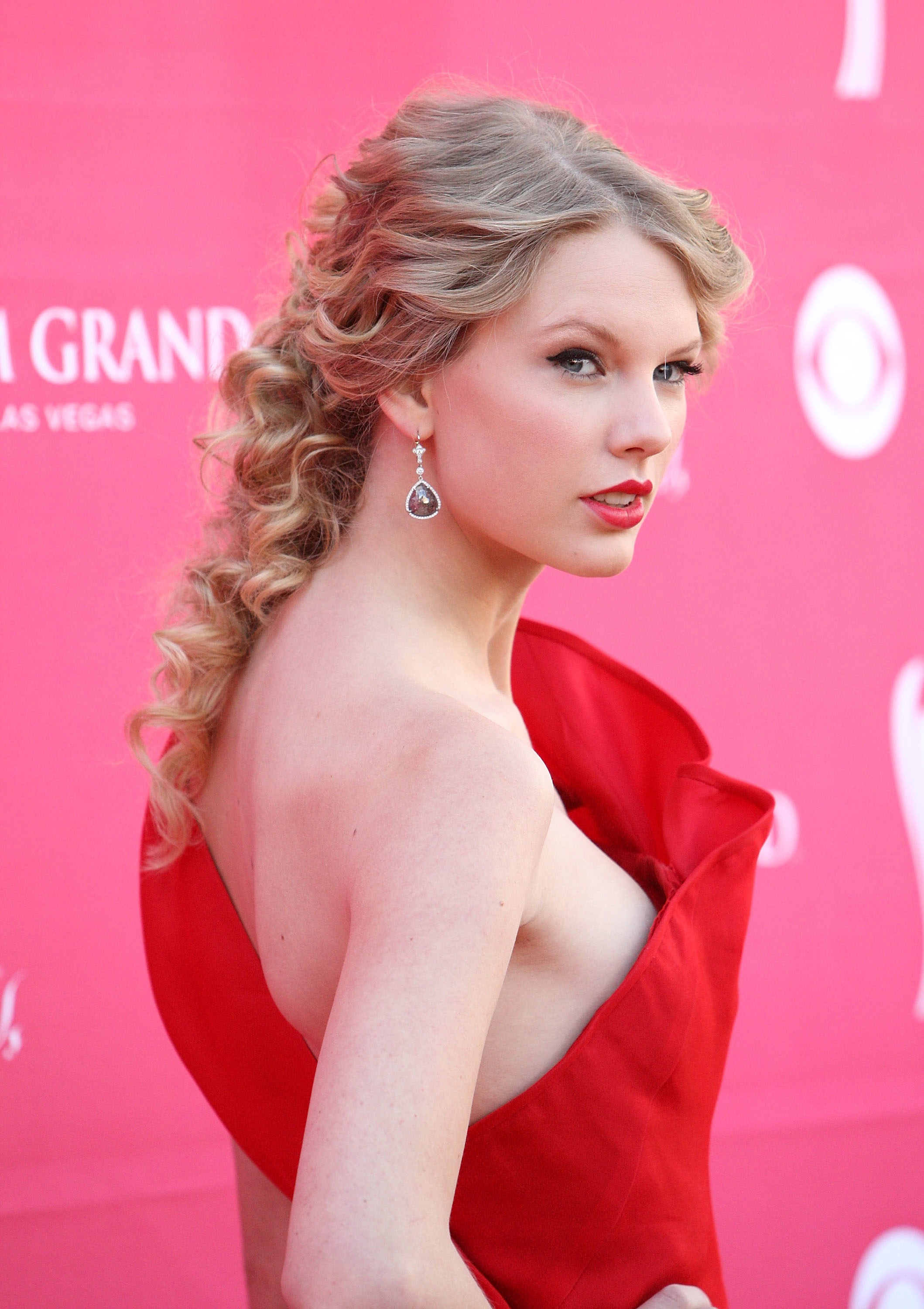 Taylor Swift Height Weight Age Bra Size Affairs Body Stats