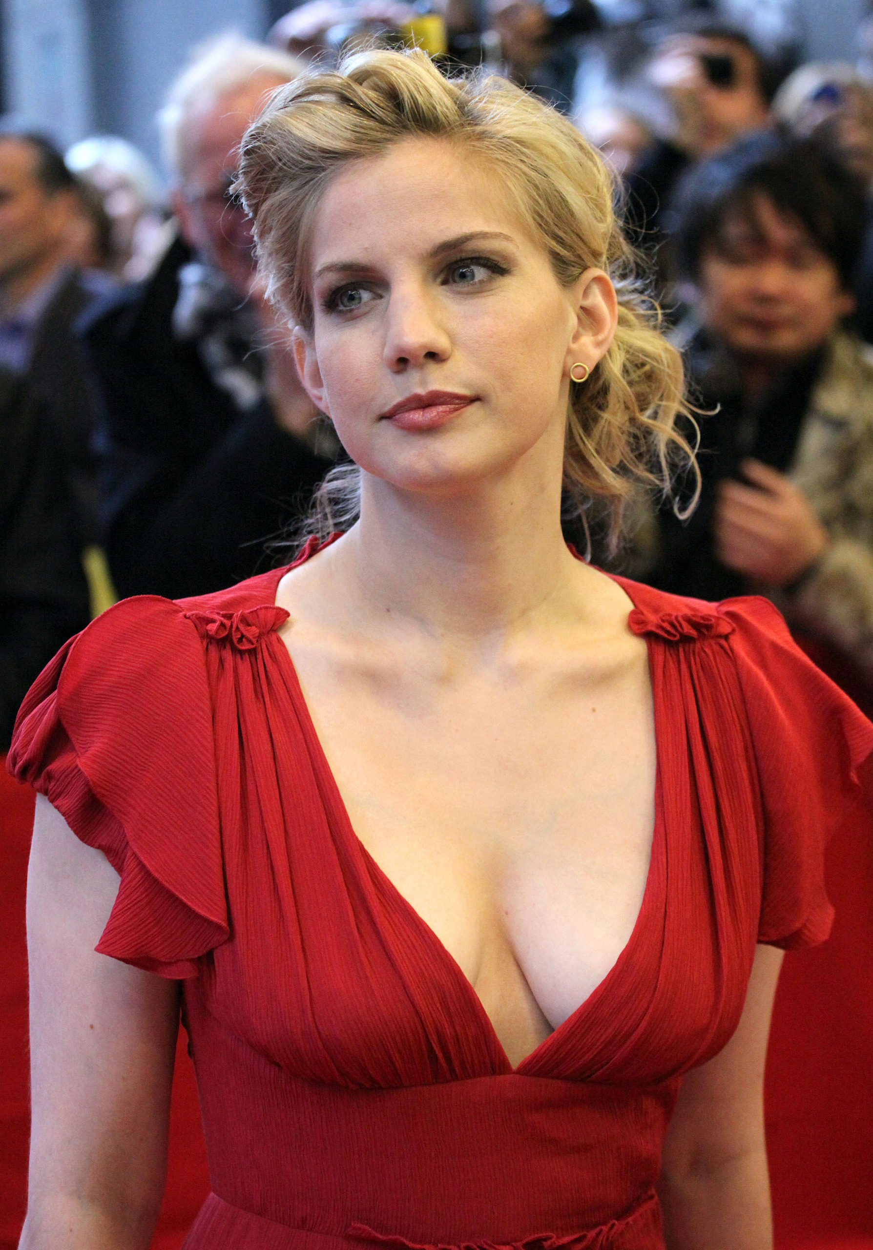 Anna Chlumsky Height Weight Age Bra Size Body Stats Affairs Boy Friends
