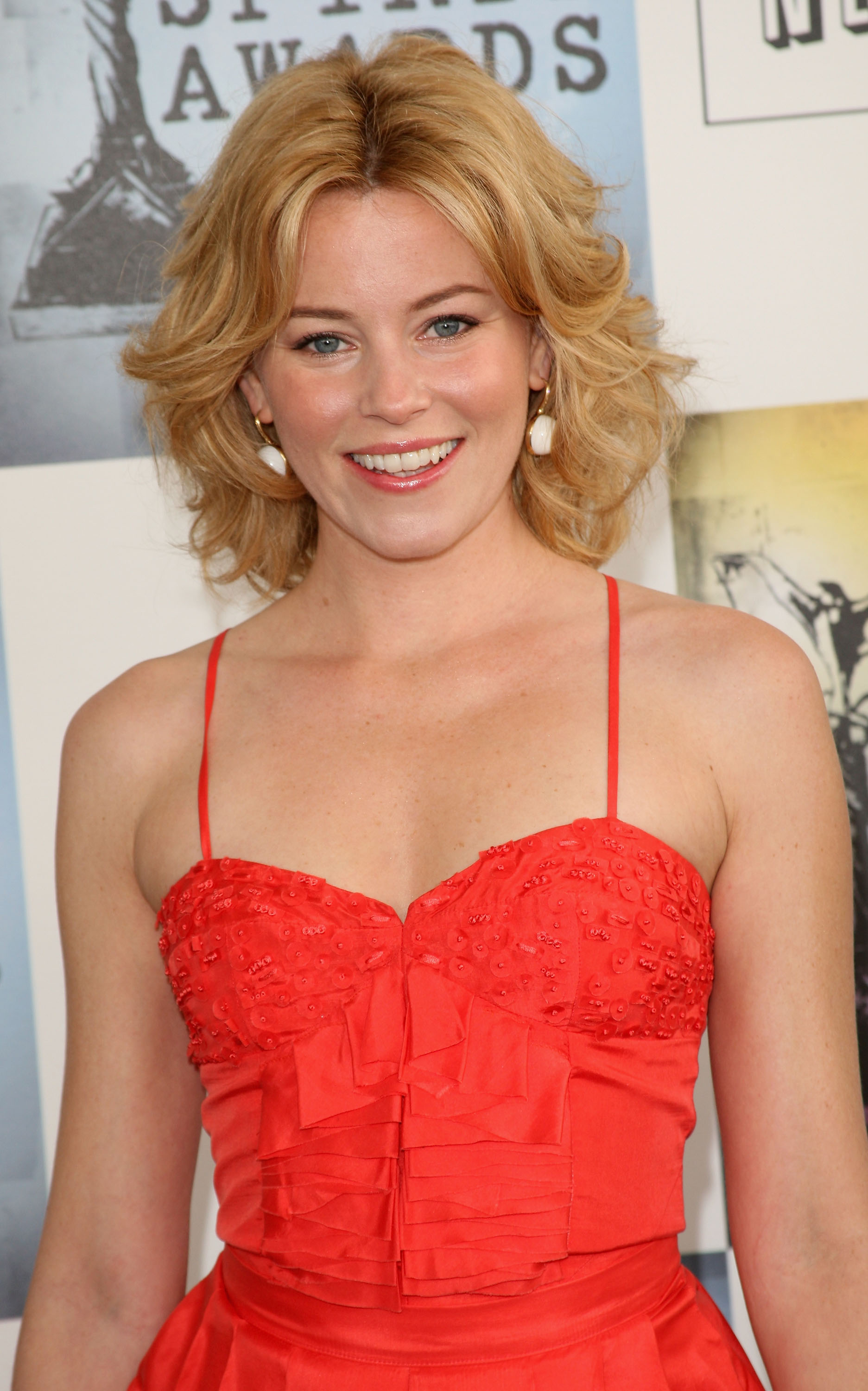 Elizabeth Banks Height Weight Age Bra Size Affairs Body Stats