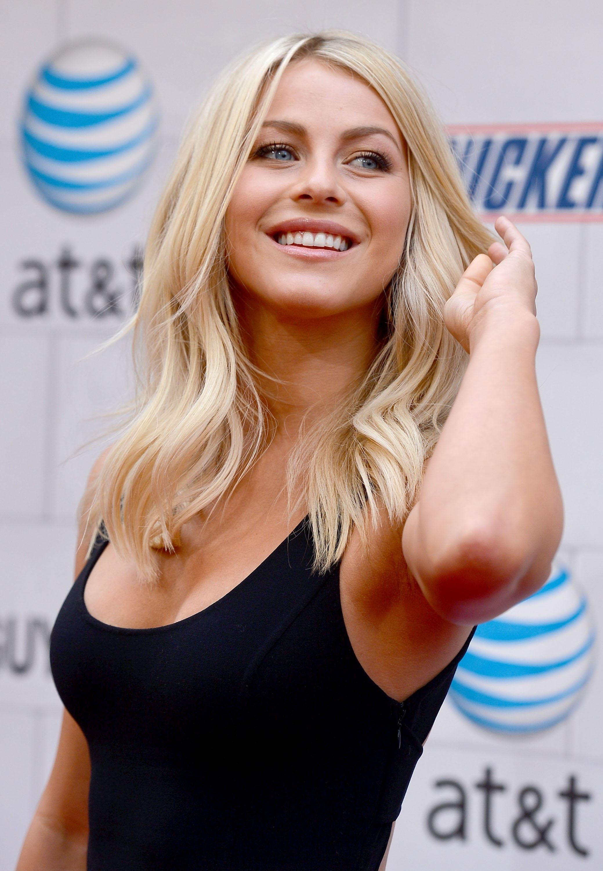Julianne Hough Height Weight Age Bra Size Body Stats Affairs Boy Friends Details