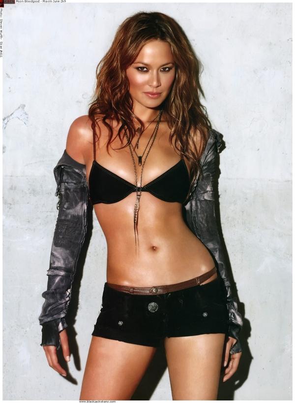Moon Bloodgood Height Weight Age Bra Size Body Stats Affairs Boy Friends