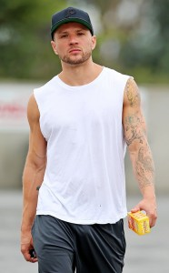 Ryan Phillippe Body Stats Height Weight Age Girlfriend Affairs Triceps Bicep Size