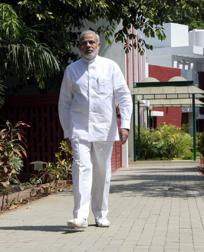Narendra Modi Height Weight Age Body Stats Biography Family Pics