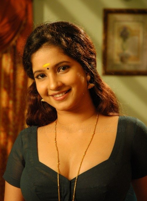 shubha-poonja-height-weight-age-bra-size-affairs-body-statistics-bollywoodfox