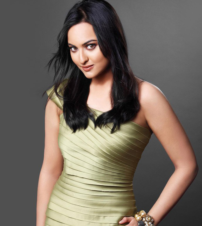 sonakshi-sinha-height-weight-age-bra-size-affairs-body-stats-bollywoodfox