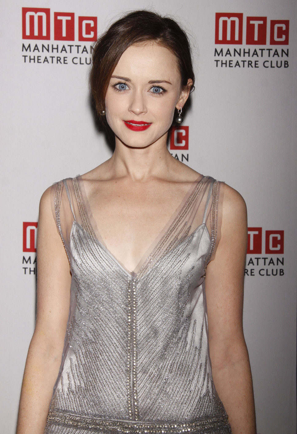 alexis-bledel-height-weight-age-bra-size-body-stats-affairs-boy-friends-3