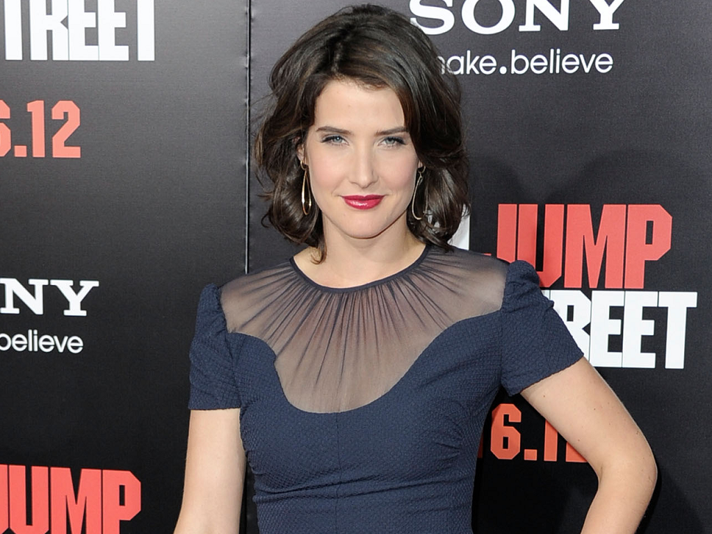cobie-smulders-height-weight-age-bra-size-affairs-body-stats-bollywoodfox-2