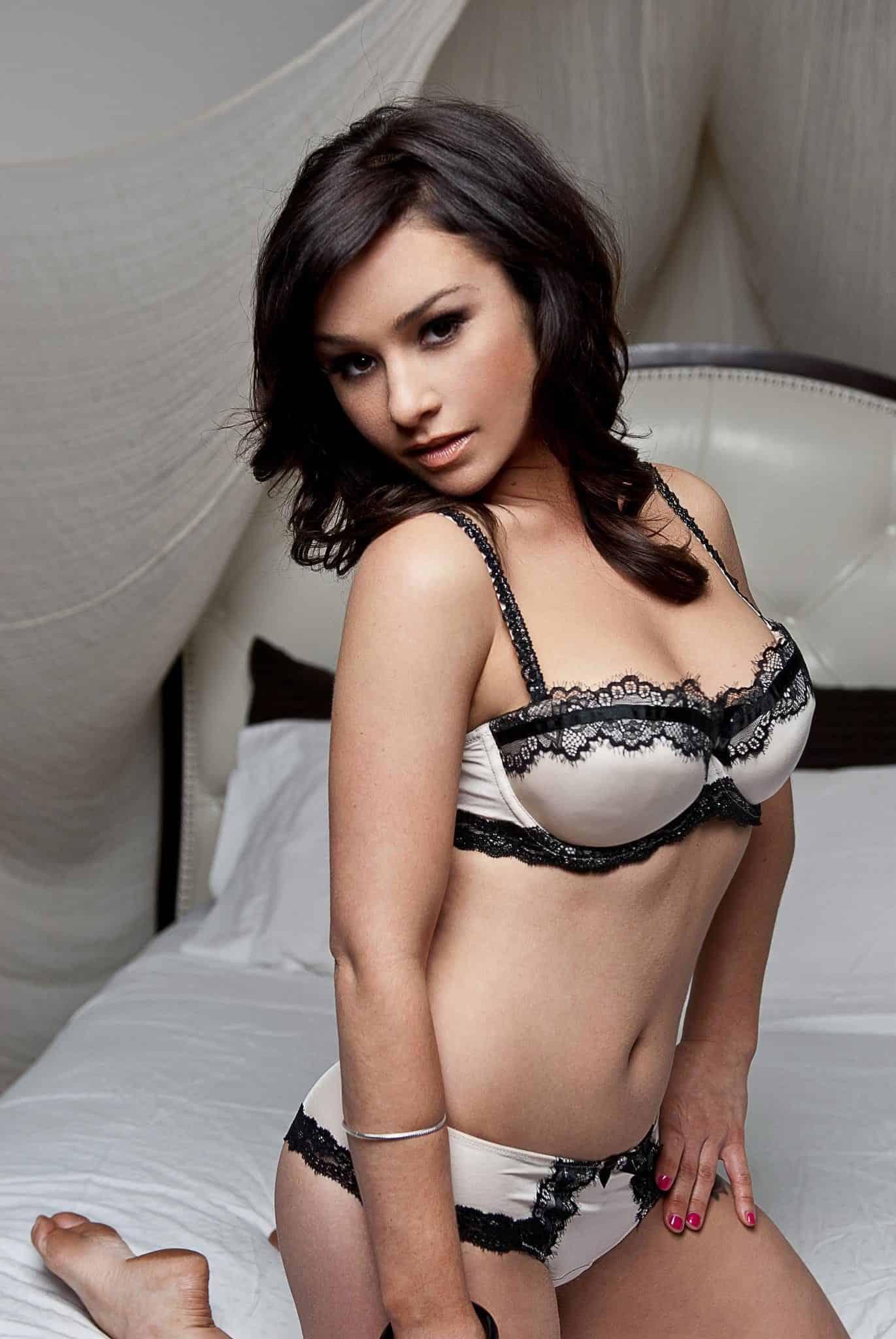 danielle-harris-height-weight-age-bra-size-body-stats-affairs-boy-friends-3