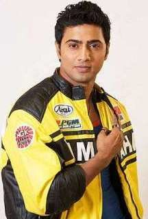 dev-actor-height-weight-age-biceps-size-affairs-body-measurements-3