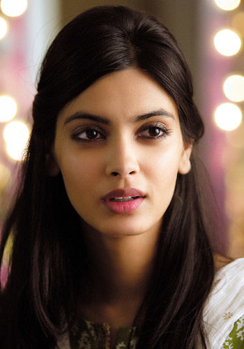 diana-penty-height-weight-age-bra-size-affairs-body-stats-bollywoodfox-2