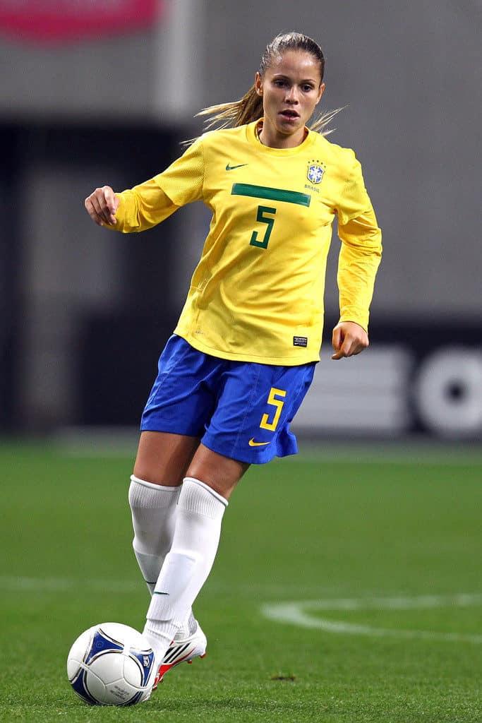 erika-dos-santos-age-height-weight-body-measurement-figure-size-affairs-profile-3