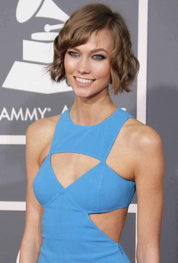 karlie-kloss-height-weight-age-bra-size-affairs-body-stats-bollywoodfox-2