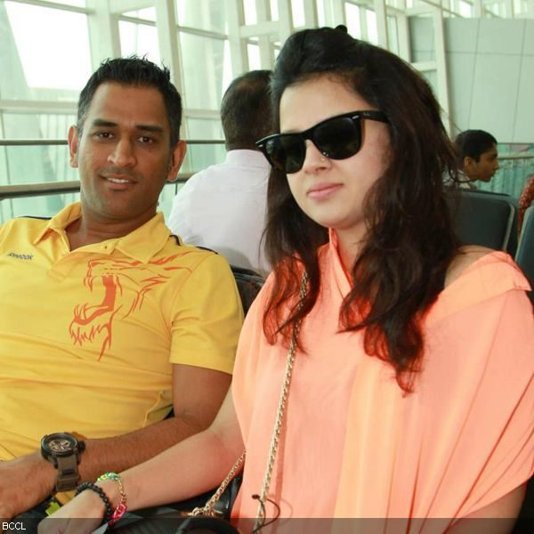ms-dhoni-height-weight-age-body-stats-affairs-girl-friends-bollywoodfox-2