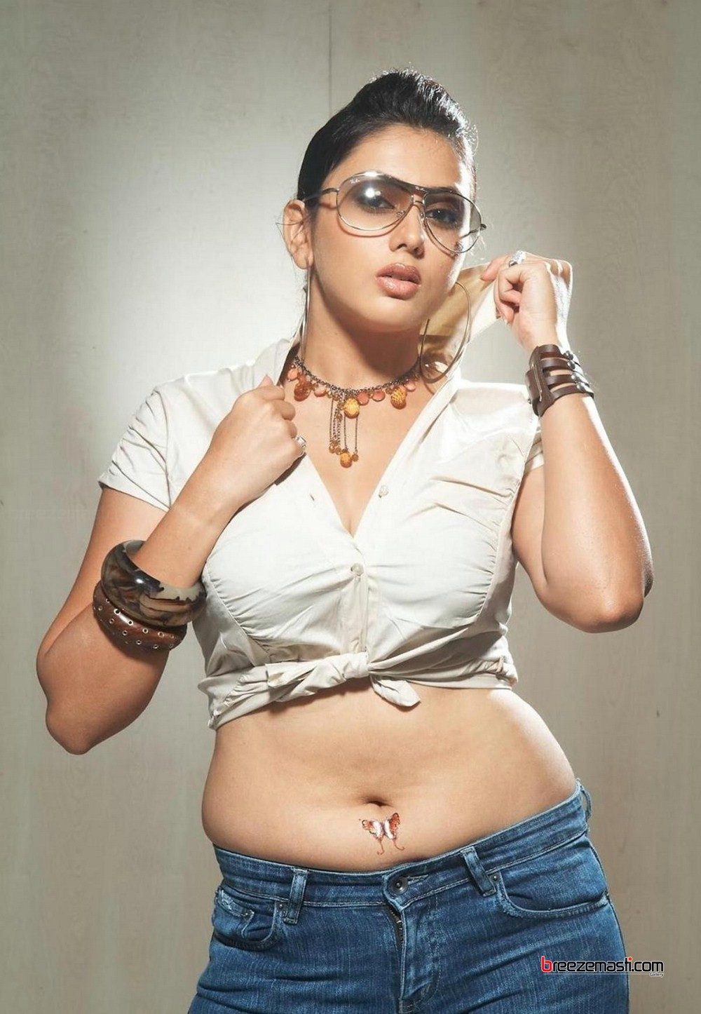 namitha-kapoor-height-weight-age-bra-size-affairs-body-stats-bollywoodfox-2