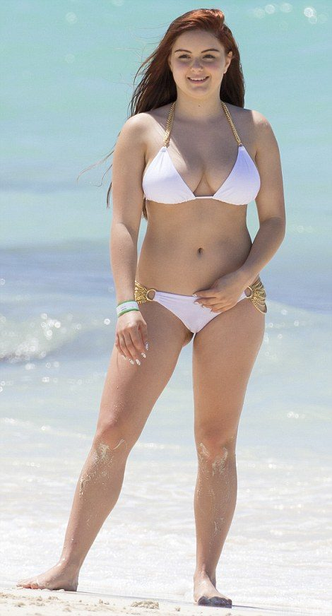 premium-exclusive-rates-apply-modern-family-star-ariel-winter-and-boyfriend-laurent-gaudette-on-vacation-with-ariels-modern-family-co-star-nolan-gould-at-atlantis-resort-in-the-bahamas-ariel-s-2