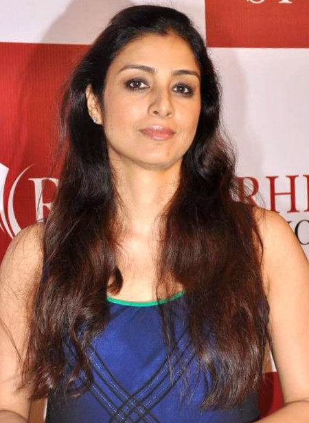 tabu-height-weight-age-bra-size-affairs-body-stats-bollywoodfox-2