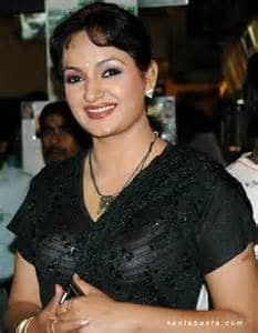 upasana-singh-height-weight-age-bra-size-affairs-body-stats-bollywoodfox-2