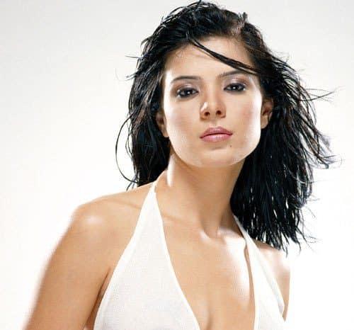 urvashi-sharma-height-weight-age-bra-size-affairs-body-stats-bollywoodfox-2